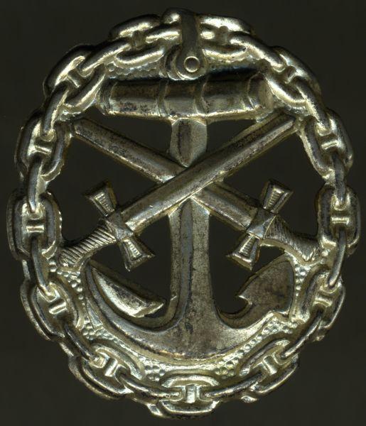 Verwundetenabzeichen 1918 für Marineangehörige (!) in Mattweiß (Silber) - ausgesägt (!)