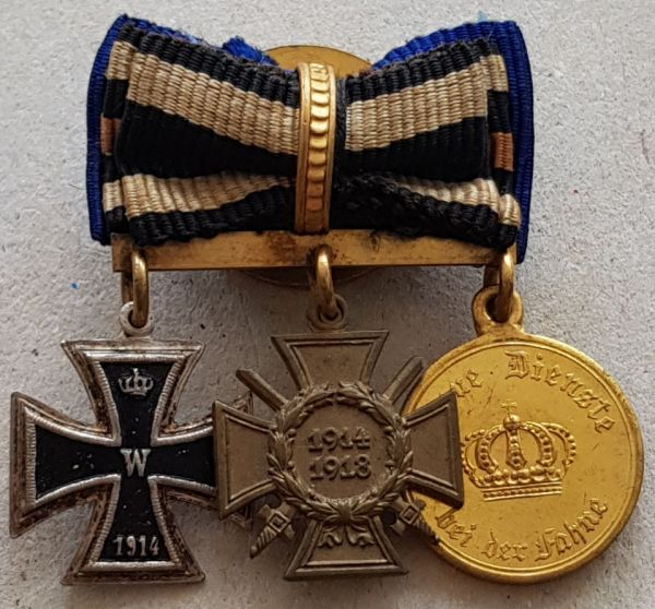 3er Knopflochdekoration eines Weltkriegsveteranen