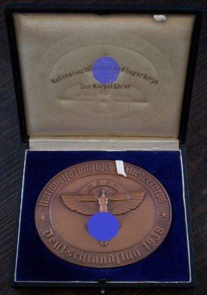 "NSFK-Plakette ""Deutschlandflug 1938"" mit Etui - Matrikelnr.: 6848"