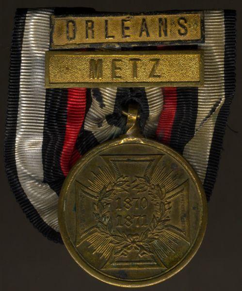 """Preußen, Kriegsdenkmünze 1870/71 (Bronze) am Kämpferband mit Gefechtsspangen """"METZ"""" & """"ORLÈANS"""""""