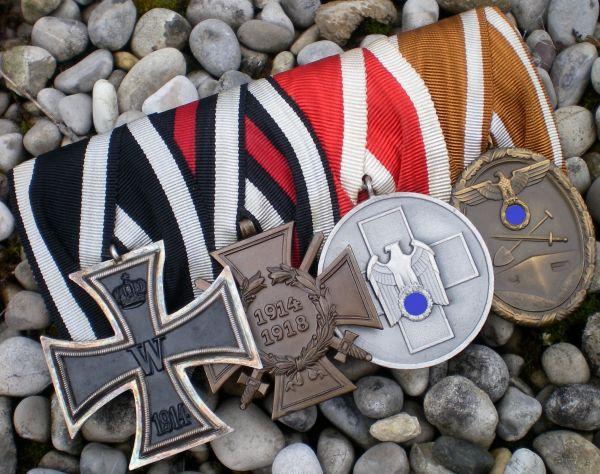 4er Ordensschnalle eines Weltkriegsveteranen mit Volkspflegemedaille & Schutzwall-Ehrenzeichen