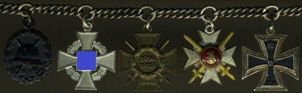 5er Miniaturenkettchen mit Fürstlich Reußischem Ehrenkreuz 3. Klasse mit Schwertern
