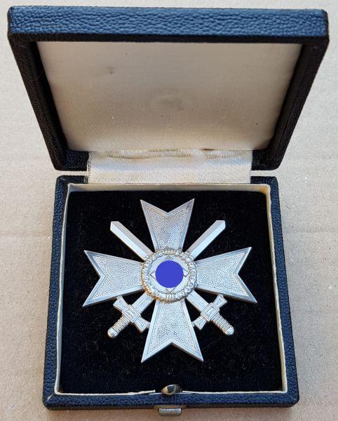 Kriegsverdienstkreuz 1. Klasse 1939 mit Schwertern + Etui - Prachtexemplar (!)