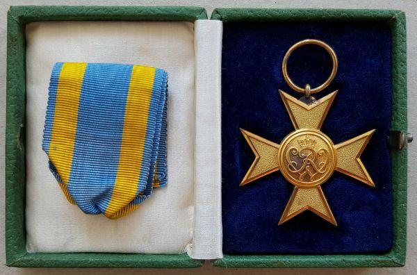 Preußen, Verdienstkreuz in Gold mit Etui