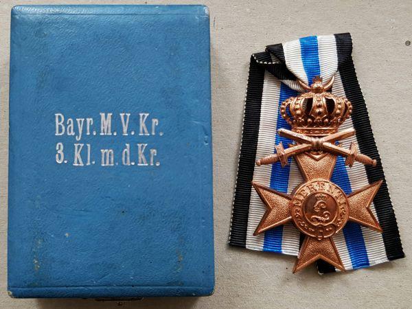 Bayern, Militär-Verdienstkreuz 3. Klasse mit Krone & Schwertern am Bande für Kriegsverdienst + Etui
