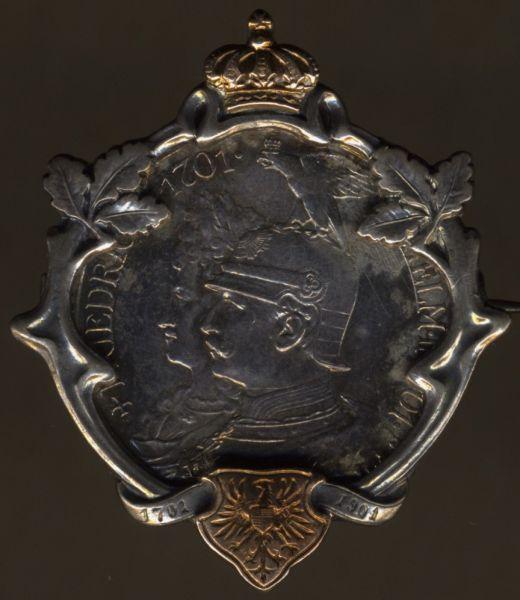 Patriotische Münzbrosche 1901