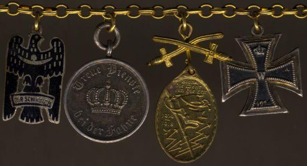 4er Miniaturenkettchen mit Schlesischem Bewährungsabzeichen (- Max Reich / Breslau)