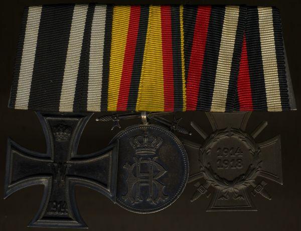 3er Ordensschnalle mit Reuß, Silberne Verdienstmedaille mit Schwertern