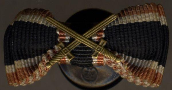 Einzelknopflochdekoration - Kriegsverdienstkreuz 2. Klasse 1939 mit Schwertern - DAF-Knopf (!)