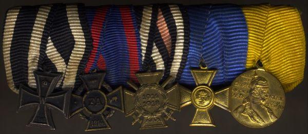 5er Miniatur-Ordensschnalle eines Weltkriegsveteranen