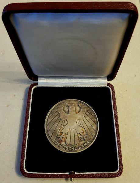 Medaille der Deutschen Bank für 25-jährige Mitarbeit mit Etui - Ludwig Haessner